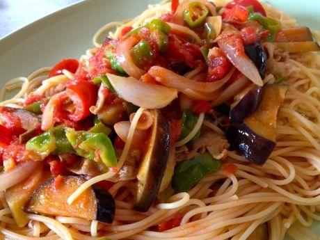 夏野菜と豚バラのトマトパスタ