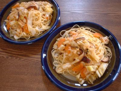 椎茸とキャベツと人参のキムチ風味パスタ