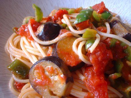 茄子とピーマンのトマトパスタ