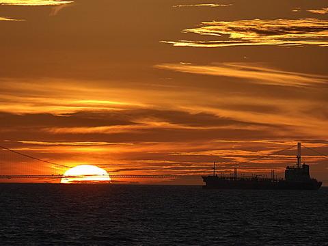 ⑬明石海峡大橋に沈む夕日
