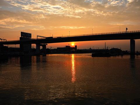 ⑩夕暮れの湾岸高速と忠岡漁港