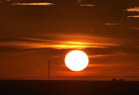 ⑫明石海峡大橋に沈む夕日
