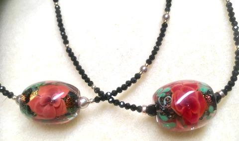 Kimの小薔薇2色ネックレス