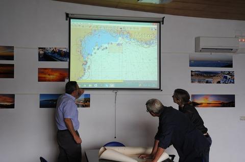 スペインの審査風景・漁業者と認証機関担当者による漁場の確認作業