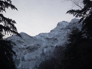 摩利支天沢から見える岩峰