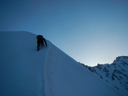 4-雪稜をコブへ