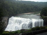 ダム上流の滝