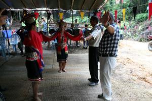 bidayuh dance apeng