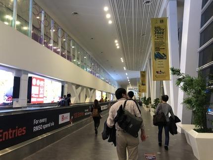 108_国際線出発への通路IMG_2637