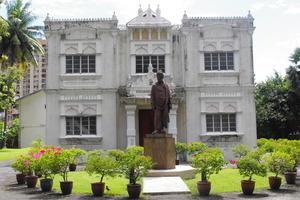 Vivekananda_Ashram_Hatha_Yoga_Sun1630-1800