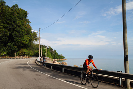 Cycling along Batu Ferringhi_1