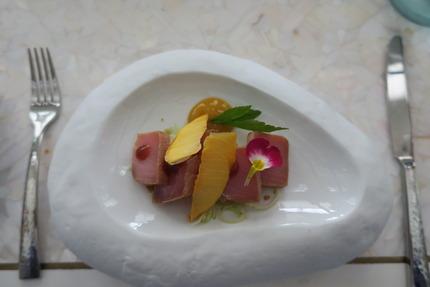 IMG_0811_セントレジスレストラン_マグロとドライマンゴ