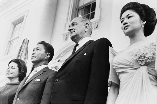 800px-Marcos_visit_Johnson_1966.jpg