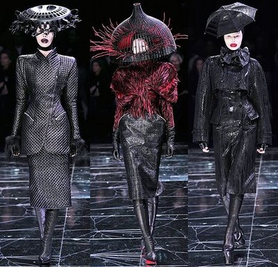 alexander_mcqueen_coats_trenches_2009_c09ae2be