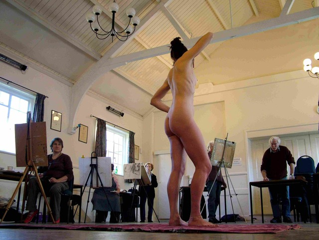 Stockcross_LIfe_Drawing_Class_with_Rosemarie_Centre_Stage_Small