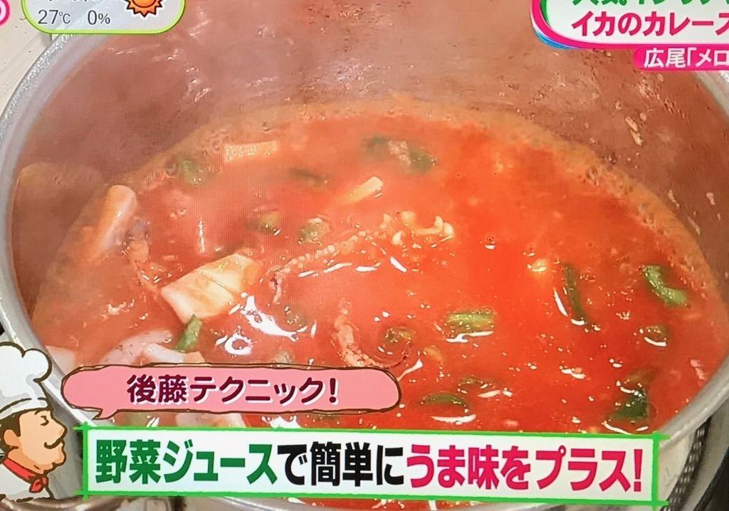 野菜ジュース、洋風だしを加えてひと煮立ちさせる