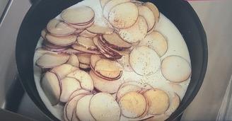 サツマイモを煮る
