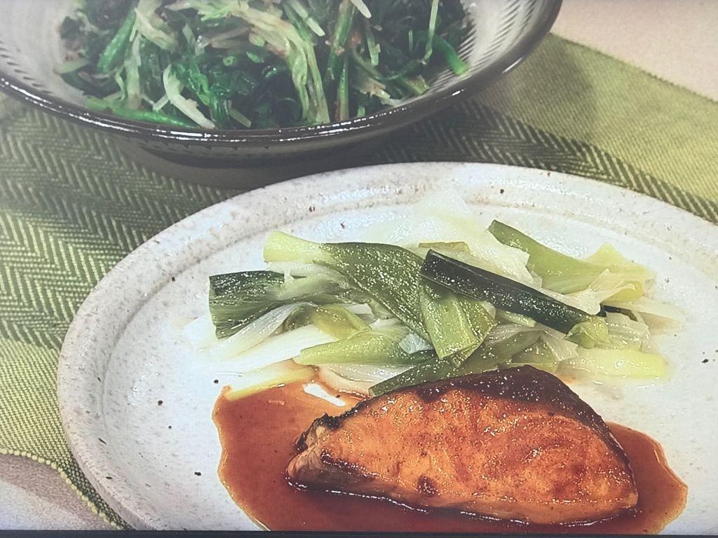 【ぶりのカレー照り焼き】と【水菜とほうれん草のサラダ】
