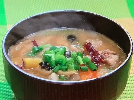 【サツマイモとゴマの豚汁】レシピ