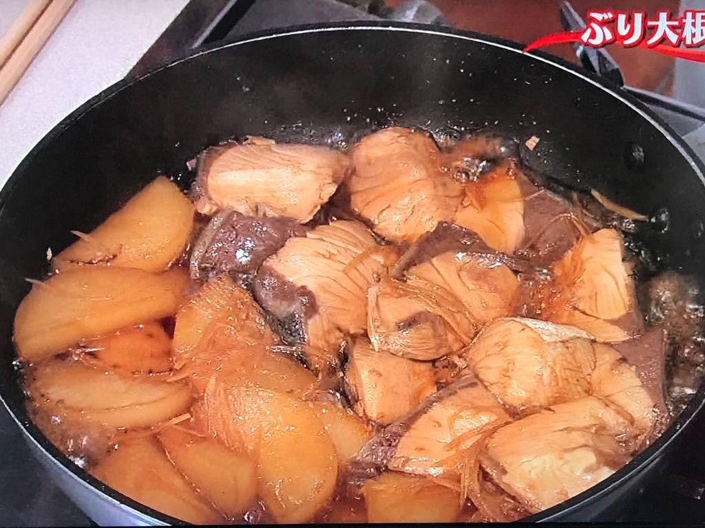 煮汁を具にかけながら煮ること