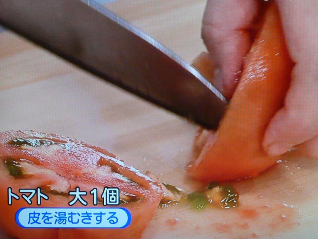 トマトを湯剥きして切る