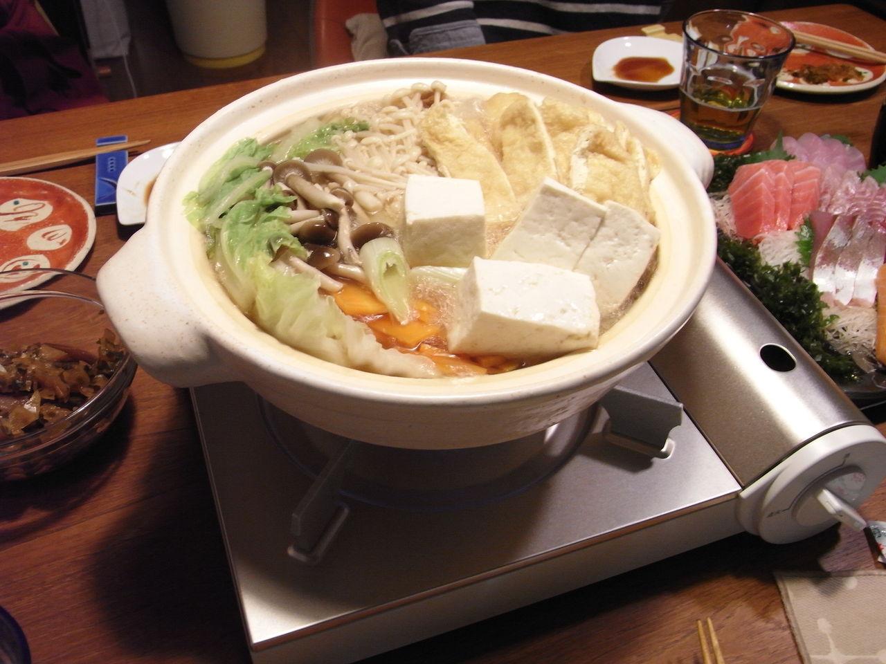 いやぁ、楽しくて、飲み過ぎてしまいました。(笑)無印のカセットコンロには無印の土鍋がピッタリです。今回の土鍋は伊賀焼の軽量土鍋です。