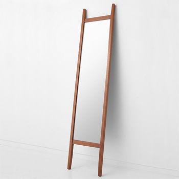 ちょうど、鏡の木枠から出ている脚がそりのようで、壁に立てかけているように見える所からこの名前になったみたいですよ。