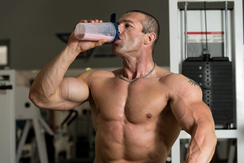 muscle-man-drinking-protein-shake