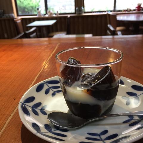 コーヒーゼリーにコンデンスミルク