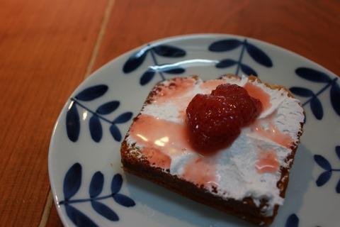 ベーコンのトマトソーススパゲティと臨時休業のお知らせ