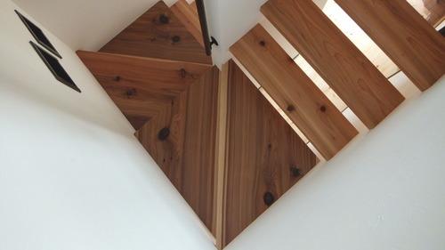 杉無垢一枚物ストリップ階段 8