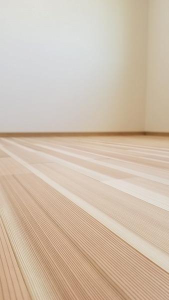 高樹齢! 百年杉柾浮造り(うづくり)無垢フローリング 個室施工 10