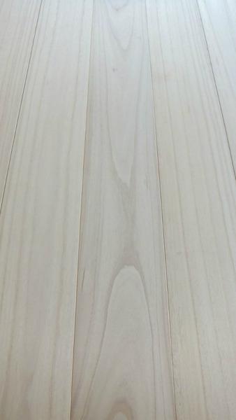 桐(キリ)幅広無垢一枚物フローリング6