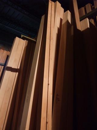 倉庫内背割り柱