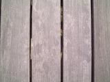 ハードウッドデッキ材灰色化
