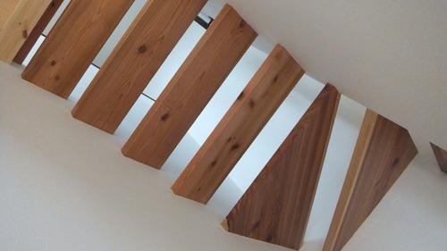 杉無垢一枚物ストリップ階段 4