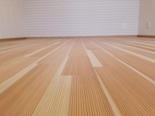 高樹齢! 百年杉柾浮造り(うづくり)無垢フローリング 個室施工 5