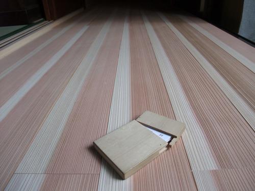 杉柾浮造り一枚物無垢フローリング施工写真6