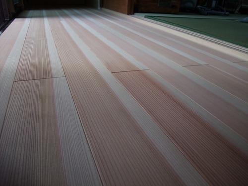 杉柾浮造り一枚物無垢フローリング施工写真拡大2