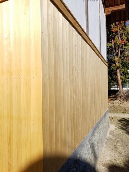 大和桧(ヒノキ)無垢一枚物羽目板 神社腰板施工2