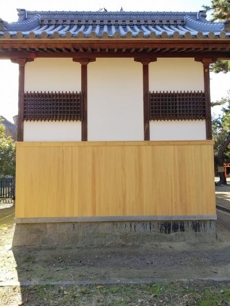 大和桧(ヒノキ)無垢一枚物羽目板 神社腰板施工1