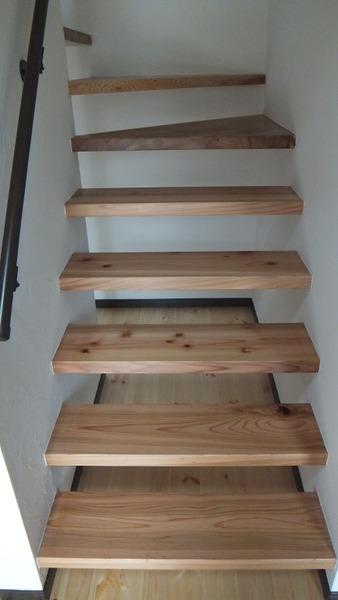 杉無垢一枚物ストリップ階段 3