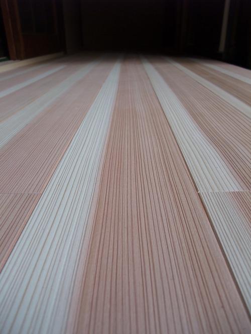 杉柾浮造り一枚物無垢フローリング施工写真5