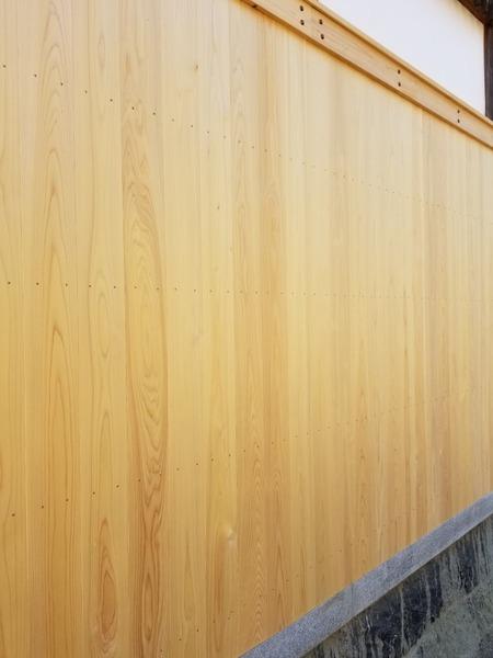 大和桧(ヒノキ)無垢一枚物羽目板 神社腰板施工4
