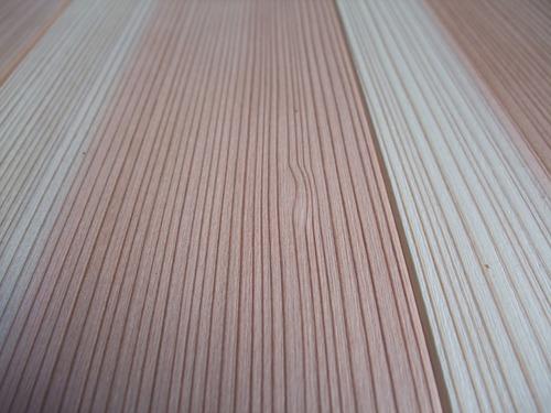 杉柾浮造り一枚物無垢フローリング施工写真 木目ゆれ