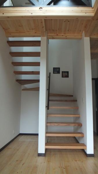 杉無垢一枚物ストリップ階段 1