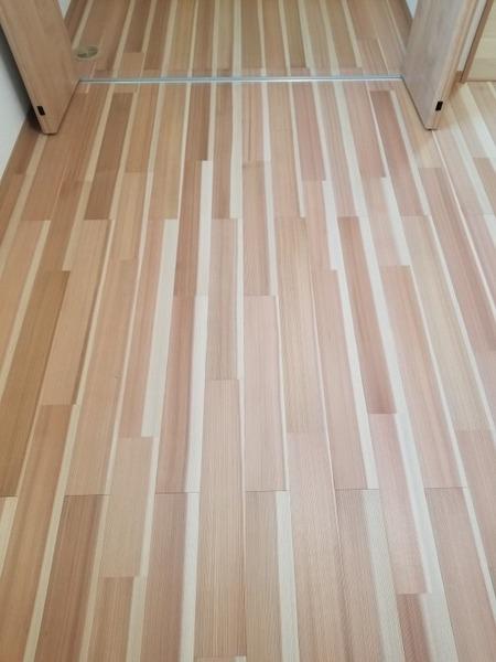 高樹齢! 百年杉柾浮造り(うづくり)無垢フローリング 個室施工 7