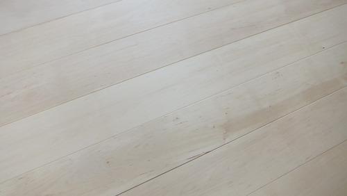 白樺(シラカバ)幅広無垢一枚物フローリング 2
