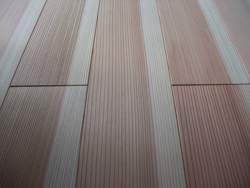 杉柾浮造り一枚物無垢フローリング施工写真 色違い