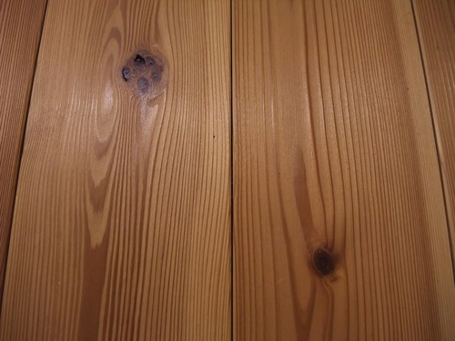 杉板目節あり浮造りフローリング表面